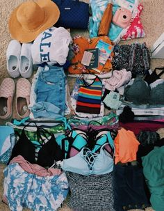 Vacation packing guide – what to pack for a one week spring vacation! Outfit Essentials, Travel Bag Essentials, Summer Essentials, Travel Checklist, Rock N Roll Baby, Rock And Roll, Summer Aesthetic, Travel Aesthetic, Summer Outfits