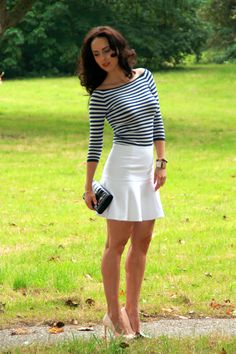 Ted Baker White flared skirt with striped knitwear, Ted Baker pumps adn Guess clutch More at http://mypinkandglitter.blogspot.nl/2014/09/warm-fall.html #outfit #stripes #stripedtop #flaredskirt #whiteskirt #nudepumps #blushpumps #ootd #autumnoutfit #warmfall #boatneck #mypinkboudoir