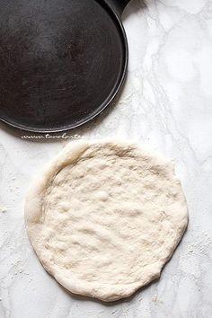 come stendere la pizza - Ricetta Pizza fatta in casa Berry Smoothie Recipe, Easy Smoothie Recipes, Mozzarella, Coconut Milk Smoothie, Homemade Frappuccino, Scones Ingredients, Pumpkin Spice Cupcakes, Food Shows, Ice Cream Recipes