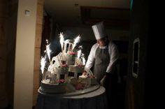 Zapraszamy na tort // Time for the wedding cake.  #wesele #wedding #Krakow #tort #cake