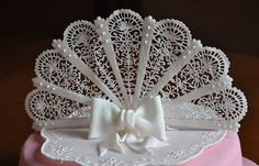 ventaglio filigrana | Flickr - Photo Sharing!      Beautifully designed and piped royal icing filigree fan.
