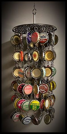 We create with metal lids: 20 DIY ideas Our current article is still proof that nothing is about throwing, and even garbage we can make fancy decorations and crafts. Today we will see DIY ideas wit… Ideas We create with metal lids: 20 DIY ideas Beer Cap Art, Beer Bottle Caps, Bottle Cap Art, Beer Caps, Diy Bottle, Recycled Crafts, Diy And Crafts, Pop Top Crafts, Key Crafts