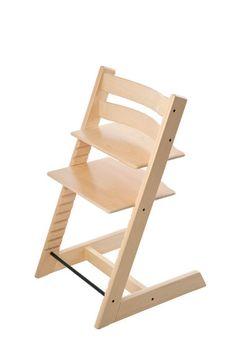 トリップ トラップは、1972年の発表時に子ども用の椅子とい うカテゴリーに革命を起こした独創的なハイチェアです。どな たのご自宅のダイニングテーブルにもぴったりフィットするよ うデザインされており、赤ちゃんも家族の輪に参加できます。 赤ちゃんは、ご両親のすぐそばでさまざまなことを学びながら 成長できます。 座板と足のせ板のどちらも奥行きと高さを調節できる賢いデ ザインなので、お子さまは自由に体を動かせます。正しく調節 すれば、お子さまの年齢にかかわらず、快適で人間工学に基づ いた姿勢で正しく座ることができます。