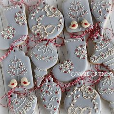 Christmas Cookies: Cookies in the shape of Christmas ornaments decorated using royal icing. Fancy Cookies, Iced Cookies, Cute Cookies, Cookies Et Biscuits, Royal Icing Cookies, Cupcake Cookies, Cupcakes, Christmas Sugar Cookies, Christmas Sweets