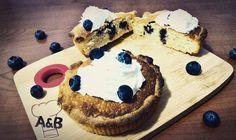 Piccoli dessert monoporzione queste Crostatine alla Crema Frangipane e Mirtilli sono delle piccole meraviglie; consistenze croccanti e cremose una dolcezza unica contrastata dallacidità dei mirtilli insomma una vera delizia. La ricetta - - > http://ift.tt/2ddqNEb  #tart #crostata #pie #panna #pannamontata #whippedcream #mirtilli #blueberry #blueberries #almond #mandorle #frangipani #frangipane #food #foodporn #instafood #delicious #foodie #instagood #foodstagram #foodgasm #sweet #tasty…