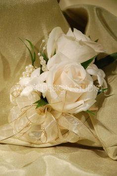 A beautiful white rose boutonniere #rose #boutonniere