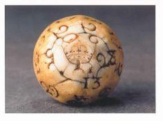 A Rare Ivory English Teetotum gambling ball (1600 to 1800).
