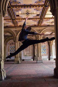 "Daniel Ulbricht, New York City Ballet principal dancer Guests in Ohio Dance Theatre's ""The Nutcracker"""