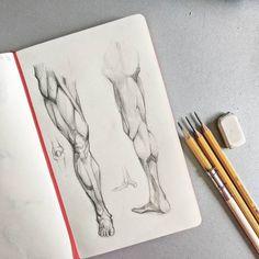 «День ног. Друзья я знаю что давно не показывала вам грандиозных рисунков. Потерпите немного, скоро…»
