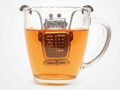 ロボット・ティーインフューザー    ステンレス製のチャーミングなこのロボットは手と腕が動くのでどんな形のカップにもぴったりです。