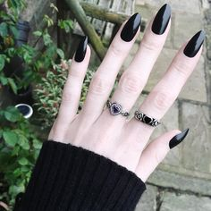 Olivia Emily wearing the new 'Inamorata' sterling silver heart ring with Amethyst centre and the classic 'Allure' ring. Hippie Goth, Rings N Things, Vintage Style Rings, Delicate Rings, Dark Beauty, Amethyst Gemstone, Goth Girls, Silver Rings, Jewels