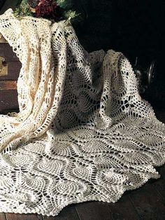 Crochet - Afghan & Throw Patterns - Special Stitch & Ripple Patterns - Pineapples-in-the-Round Afghan
