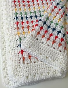 ♥ Crochet baby blanket pattern. Sweet, simple and easy to make crochet baby blanket.