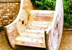 Cable drum rocking chair on Gumtree. Hand made cable drum rocking chair, can be hand made to order. 1 available to take away, custom orde Outdoor Projects, Garden Projects, Home Projects, Pallet Projects, Diy Garden, Wooden Garden, Garden Planters, Garden Ideas, Pallet Furniture