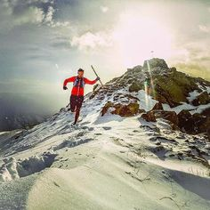 Sky or Run! - #Photo : @matthieulefort  Got my snow running fix today! Leaving the summit of Pic de Casamanya S at sunset... what else?! - Welcome to #RunnerLand  Lets follow us & tag #RunnerLand in your photos for featured  -