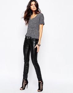 Tripp NYC - Pantalon taille basse style jean en similicuir