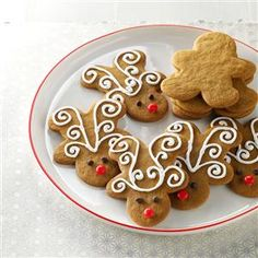 Jolly Ginger Reindeer Cookies Recipe- Recipes I made gingerbread cookies for years before realizing my gingerbread-man cutter becomes a reindeer when turned upside down. They're super crispy and fun! Easy Christmas Cookies Decorating, Christmas Desserts, Christmas Treats, Cookie Decorating, Decorating Ideas, Holiday Treats, Decorating Gingerbread Men, Christmas Tables, Decor Ideas