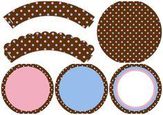Lunares Celeste y Rosa en Fondo Chocolate: Wrappers y Toppers para Cupcakes de 15 Años para Imprimir Gratis.