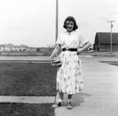 """( 1954 ) in front of Roosevelt Jr High in Eugene, OR     i love this because it is an example of a 50s  """"regular person"""" fashion"""