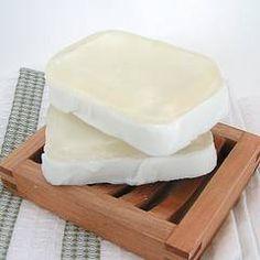 ¿Quieres hacer jabón casero? Pues entonces, necesitas saber que ingredientes y materiales se utilizan para su elaboración. En este artículo te los presento. ¡Acompáñame! :)
