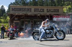 #Sturgis motorcycle rally spills into Moonshine Gulch Saloon! #rally #motorcycle…