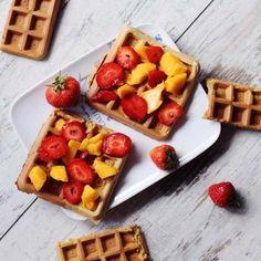 Zdrowe gofry - 3 różne sposoby na zdrowe gofry - jaglane, owsiane i pełnoziarniste! [PRZEPISY] - Codziennie Fit Crepes, Pancakes, Healthy Recipes, Healthy Food, Baking, Breakfast, Fit, Healthy Foods, Morning Coffee