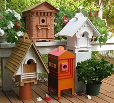 Recycling Salvaged Wood for Birdhouses, 25 Recycled Crafts and Backyard Ideas – Lushome Birdhouse Designs, Birdhouse Ideas, Rustic Birdhouses, Birdhouse Pole, Birdhouse Craft, Wooden Bird Houses, Bird House Feeder, Bird Feeders, Bird House Plans