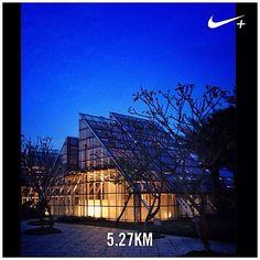 #nikeplus #myrun #running #afternoonrun #eveningrun #run #instarun #glasshouse #artspace #menteng #jakarta #indonesia #senja #dusk #bluesky #instarunner #tamanmenteng #larisore