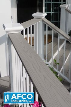 Your deck is the perfect place to kick back and enjoy a cold one. With AFCO Flat Top Railing, you'll have a place to rest your drink while you relax. #decking #railing #drinkrail #drinkrailing #AFCOrailing Deck Railing Kits, Metal Deck Railing, Deck Railing Systems, Steel Railing, Balcony Glass Design, Deck Design, Diy Outdoor Bar, Diy Deck, Aluminum Decking