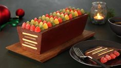 Chocolate mass layered with biscuits and marzipan, topped with jelly candy. No Bake Desserts, Dessert Recipes, My Favorite Food, Favorite Recipes, Norwegian Christmas, Norwegian Food, Scandinavian Food, Marzipan, Christmas Desserts