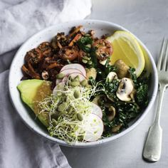 This bowl of soul recipe is full of fresh flavours and textures; it tastes amazing, is vegan, and makes you feel great after eating it! Crushed Potatoes, Marinated Mushrooms, Vegetarian Recipes, Cooking Recipes, How To Cook Quinoa, Fresh Vegetables, Main Meals, Favorite Recipes, Lunch