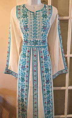 White Thobe dress Abaya Kaftan with beautiful blue Embroidery On Kurtis, Embroidery Dress, Balochi Dress, Eastern Dresses, Palestinian Embroidery, Tribal Dress, Girls Dresses, Summer Dresses, African Dress