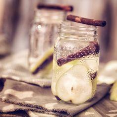 8 powodów, dla których warto pić wodę z cynamonem. Twoja figura Ci za to podziękuje Fruit Recipes, Cucumber, Smoothies, Panna Cotta, Mason Jars, Health And Beauty, Homemade, Drinks, Ethnic Recipes