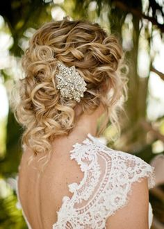 http://www.weddingsromantique.com/wp/wp-content/uploads/2013/05/Stylish-wedding-hairstyle-for-long-hair-loose-curls.jpg