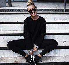 Pin x nerualedaj Sporty Outfits, New Outfits, Winter Outfits, All Black Fashion, Love Fashion, Gym Fashion, Dance Workout Clothes, Sarah Day, College Girl Fashion