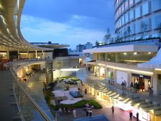 Antara Mall in Polanco is a small but very exclusive mall. Retail Architecture, Commercial Architecture, Commercial Interior Design, Architecture Details, Mall Design, Retail Design, Shoping Mall, Commercial Street, Shopping