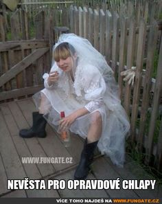 21 awkward Russian wedding pics that will make you lol. In Russia, the wedding is fun, and they bear the so-called phenomenon of the absurdity of Russian reality. Tacky Wedding, Wedding Pics, Wedding Album, Funny Happy Birthday Pictures, Funny Pictures, Russian Wedding, Russian Brides, Funny Memes, Hilarious