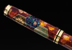 The Pelikan Fantasia Maki-e fountain pen, edition limited to 88 pieces. Eight variously patterned hexagons, like unto a design used for kimonos. Gorgeous. Photos via fpgeeks.com.