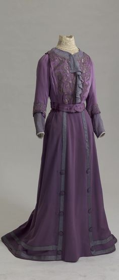 "Suit (""Tailleur""), London, 1908-10. Cashmere, satin, silk, muslin, lace, braid, soutache. Belonged to Dowager Empress Maria Fyodorovna. Collection of State Hermitage Museum."