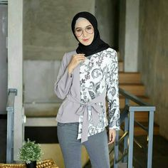 Blouse Batik Modern, Batik Muslim, Dress Batik Kombinasi, Batik Fashion, Casual Hijab Outfit, Blouse Models, Batik Dress, Blouse Designs, Kebaya