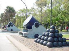 Civil War cannons at Charleston Battery park in  Charleston SC