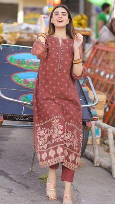 Pakistani Fashion Party Wear, Pakistani Fashion Casual, Pakistani Dresses Casual, Pakistani Dress Design, Fancy Dress Design, Stylish Dress Designs, Designs For Dresses, Stylish Dresses For Girls, Unique Dresses