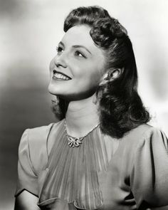 Actress Joan Leslie, 1940s (love her rhinestone bow necklace). #vintage #1940s #fashion #jewelry