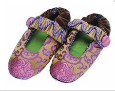 ceef5f7c5d3 Goody Goody Majesty Bon Bon Women s Slippers Size Large