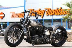 Customized Harley-Davidson Softail Slim (FLS) by Thunderbike Customs Germany Harley Davidson Softail Slim, Harley Davidson News, Harley Davidson Motorcycles, Custom Harleys, Custom Bikes, Cool Motorcycles, Hot Bikes, Blade Runner, My Ride