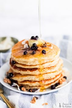 Learn how to make Vegan Pancakes! They are light so fluffy and very simple with only pantry ingredients! They're bound to become one of your favourite breakfasts and are great for meal prep! Vegetarian Desserts, Vegan Breakfast Recipes, Delicious Vegan Recipes, Yummy Food, Vegan Food, Vegan Egg, Best Baking Powder, Light And Fluffy Pancakes, Easy Vegan Dinner