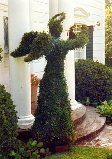 This angel topiary has beautifully shaped wings! Christmas Topiary, Green Christmas, Outdoor Christmas, Christmas Angels, Christmas And New Year, All Things Christmas, Christmas Holidays, Christmas Decorations, Holiday Decor
