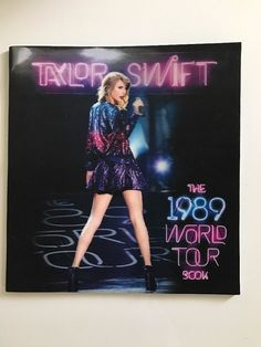 TAYLOR SWIFT THE 1989 WORLD TOUR 3D HOLOGRAPH BOOK  | eBay