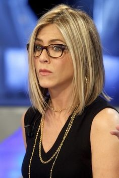 jenifer aniston bob - like the length Jennifer Aniston Glasses, Jennifer Aniston Bob, Bad Hair, Hair Day, Messy Hairstyles, Pretty Hairstyles, Blond, Ralph Lauren, Hair Color And Cut