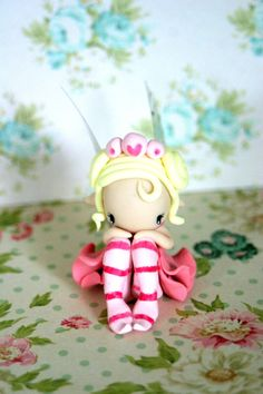 fairy figurine made of polymer clay, around 6 cm Polymer Clay Fairy, Cute Polymer Clay, Polymer Clay Dolls, Clay Projects, Clay Crafts, Felt Crafts, Peppa Pig, Clay People, Clay Fairies